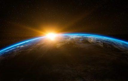 世界を取り入れるものは世界へ進む。楽天・メルカリの共通項とは
